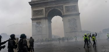 """Riots Turn Paris """"Into A Battle Zone"""" As Fury Against France's Carbon Tax Hikes Grows"""